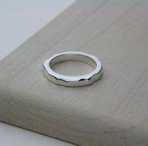 SMALL SWELL RING