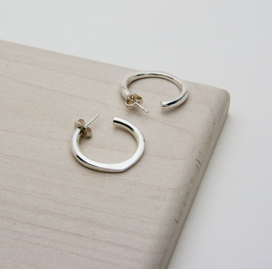 TO THE POINT HOOP EARRINGS - JewellerAJGreen