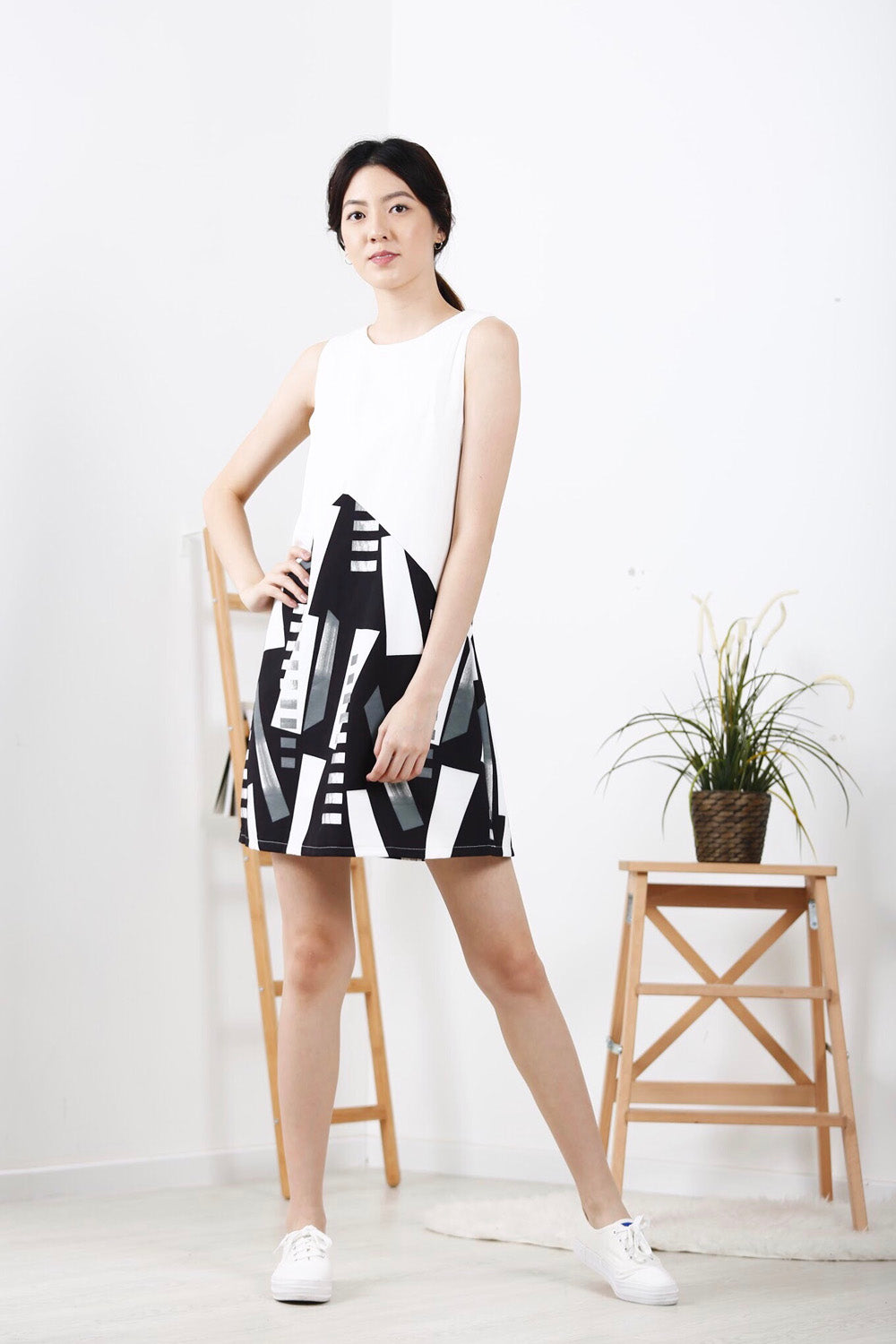 Geometric Inverted-V Shift Dress (Black)