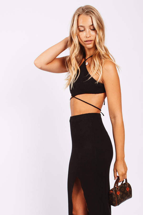 Knit triangle halter tie up top- black
