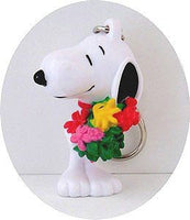 SNOOPY CARRYING FLOWERS pvc key chain