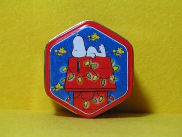 Snoopy on Decorated Doghouse tin