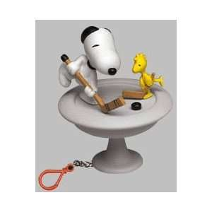 Basic Fun Wind Up Key Chain With Moving Parts - SNOOPY AND WOODSTOCK PLAY HOCKEY