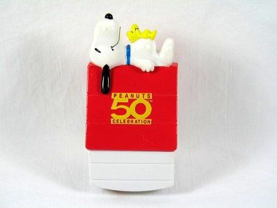 2000 Wendy's Fast Food Toy - Snoopy Rocking House
