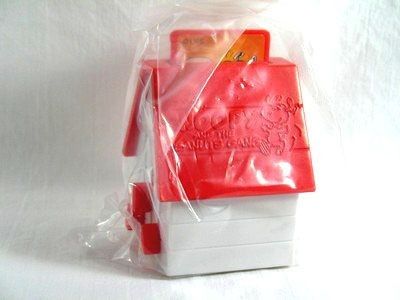 2000 Wendy's Fast Food Toy - Doghouse Pop-Up Pictures