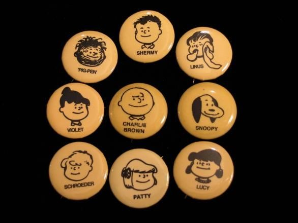 PEANUTS GANG PINBACK BUTTON SET