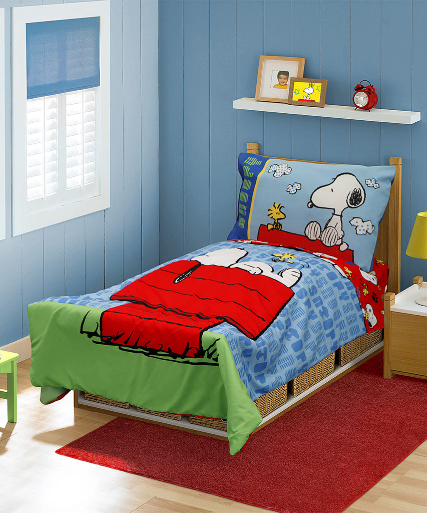 Snoopy 4-Piece Toddler Bedding Set