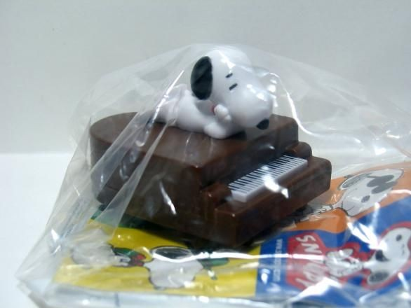 2008 Burger King Toy - Snoopy Musician