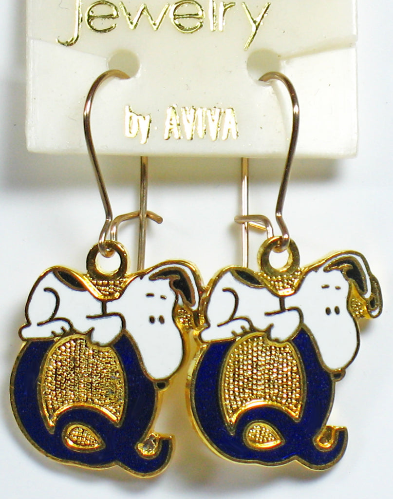 "Snoopy Alphabet Cloisonne Latch Back Earrings - Blue ""Q"""