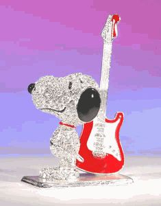 Crystal World Peanuts Figurine: Snoopy's Guitar