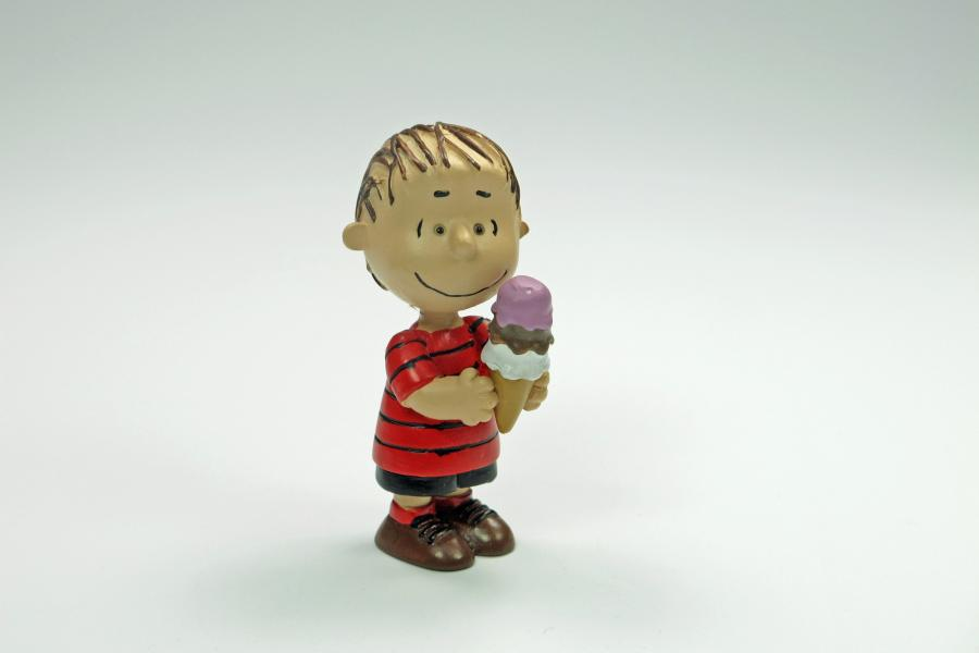 Danbury Mint Peanuts Summer Fun Figurine - Linus