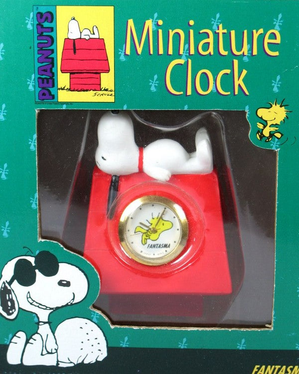 Snoopy On Doghouse Miniature Quartz Clock