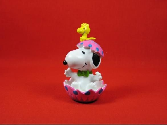 SNOOPY IN PINK EASTER EGG PVC