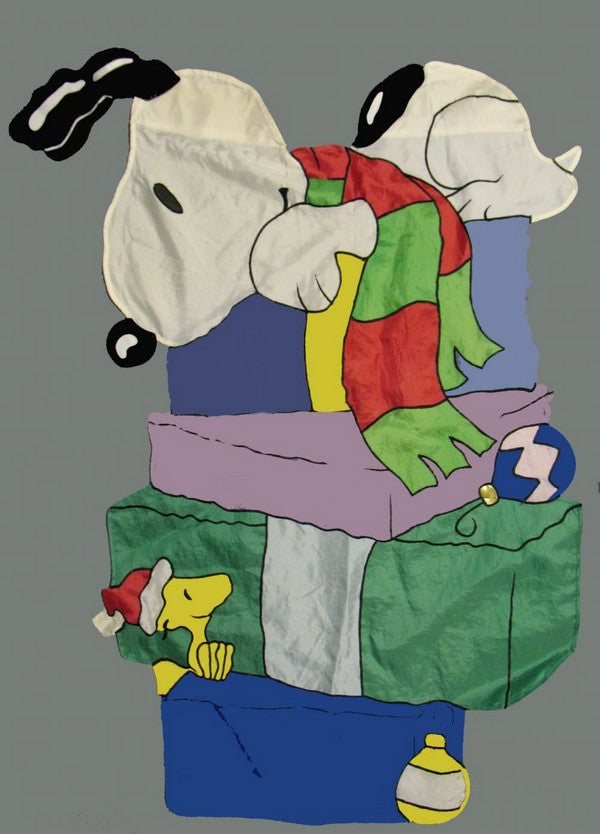 SNOOPY'S GIFTS Sculpted Flag