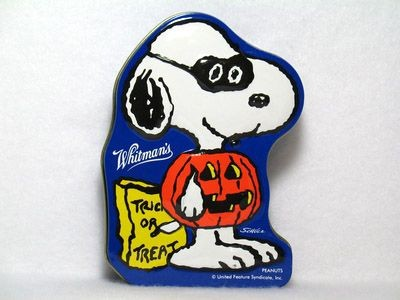Masked Snoopy Halloween tin