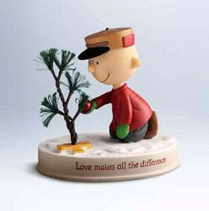 Hallmark Christmas Figurine: Charlie Brown's Tree