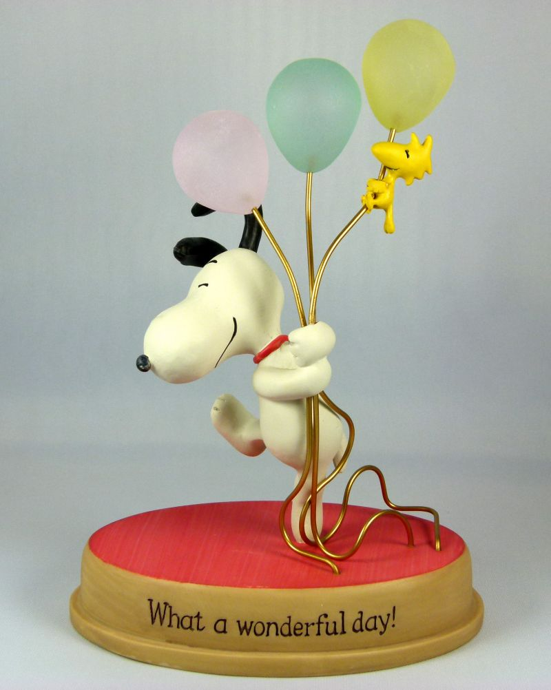 Hallmark Figurine:  Snoopy and Woodstock Balloons Figurine