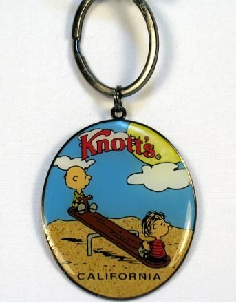 KNOTT'S CHARLIE BROWN AND LINUS Key Chain