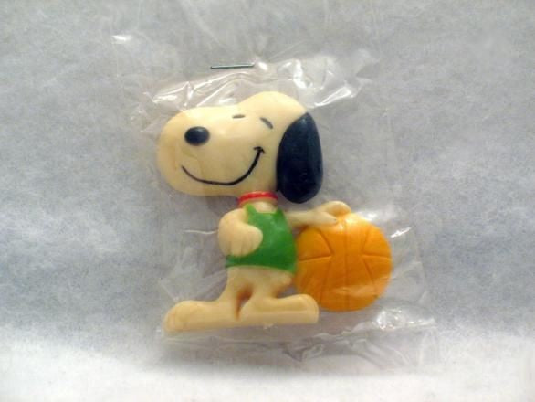 Snoopy Basketball Player magnet