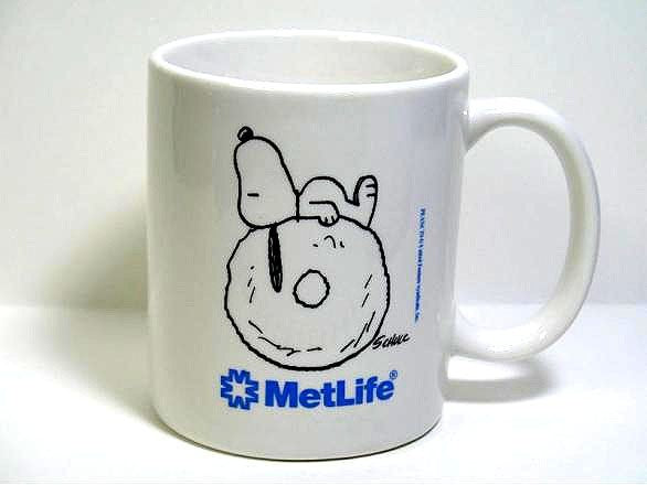 Met Life Mug - Snoopy Lying on Donut