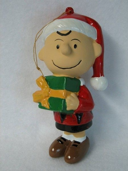 ADLER CHARLIE BROWN HOLDING GIFT ORNAMENT