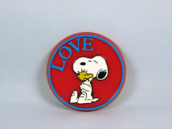 MOLDED PINBACK BUTTON: LOVE