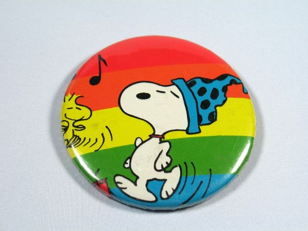 SNOOPY AND WOODSTOCK DANCING PINBACK BUTTON