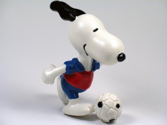 SNOOPY SOCCER PLAYER PVC