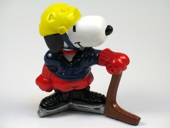1984 OLYMPICS SNOOPY ICE HOCKEY PVC