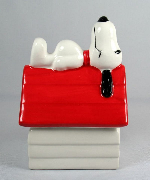 Benjamin & Medwin Snoopy Doghouse Salt and Pepper Shakers
