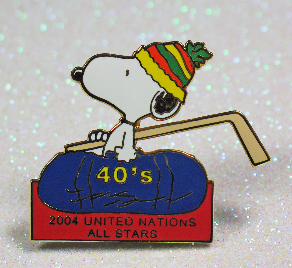 Snoopy United Nations All Stars Hockey League Pin - 2004
