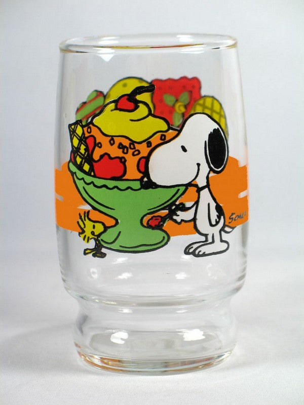 Snoopy eating sundae juice glass
