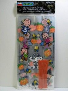 Peanuts Gang Halloween Treat Bags + Ties