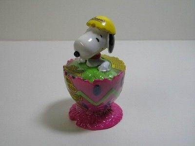 Snoopy Easter Egg Candy