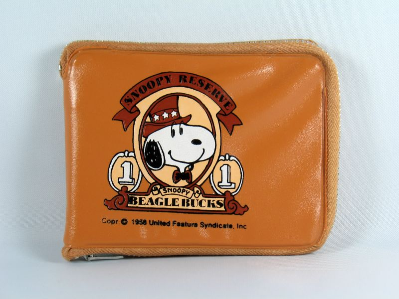 Snoopy Beaglebucks Zippered Wallet