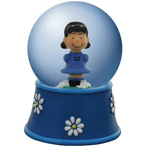 Lucy and Daisies Water Globe
