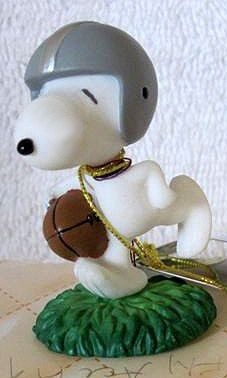 Snoopy Football Player Figurine