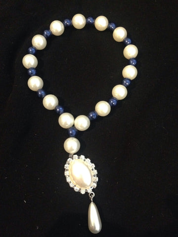 Dual Colour Pearl Collar With Pearl And Rhinestone Drop