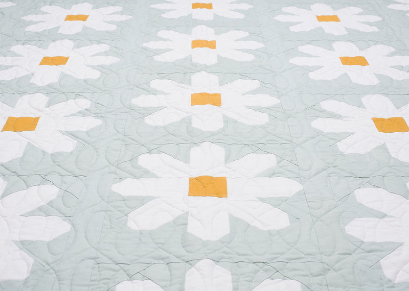 PRINTED Fresh as a Daisy Quilt Pattern