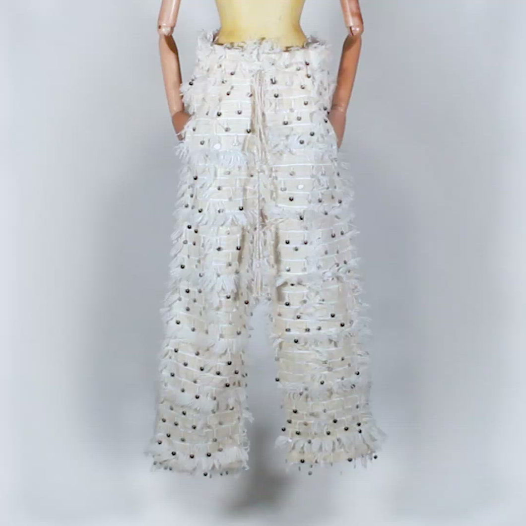 EXCLUSIVE DARE!REDA ONE OF A KIND PIECE : pantalon tapis à sequins blanc