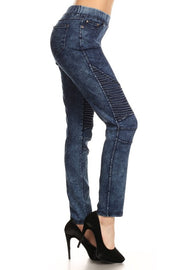 Denim, high waisted pants in a slim fit