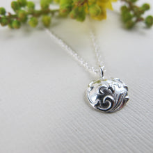 Load image into Gallery viewer, Vintage iris button imprinted necklace - Swallow Jewellery