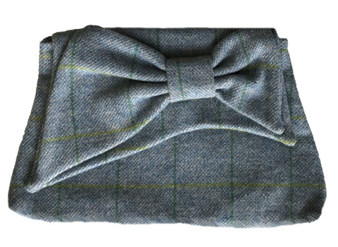 Bow Clutch in Window Pane Wool