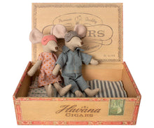 Load image into Gallery viewer, Mum & Dad Mice in Cigar Box