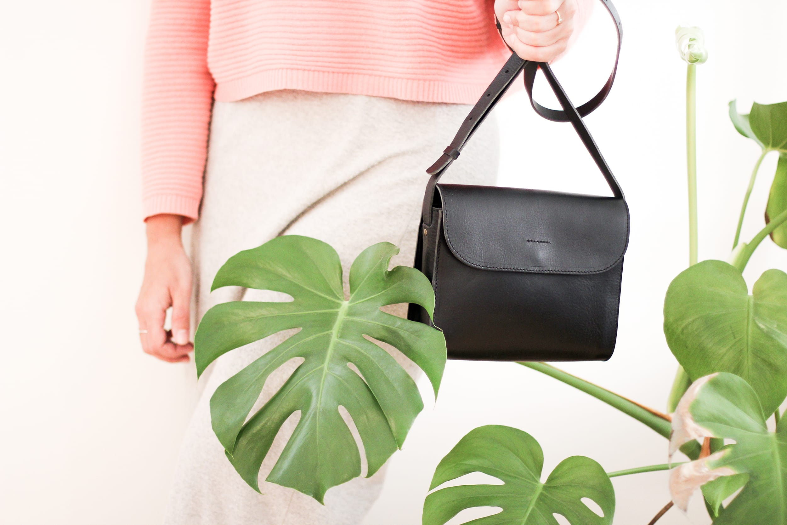 Elvi black handbag in hand