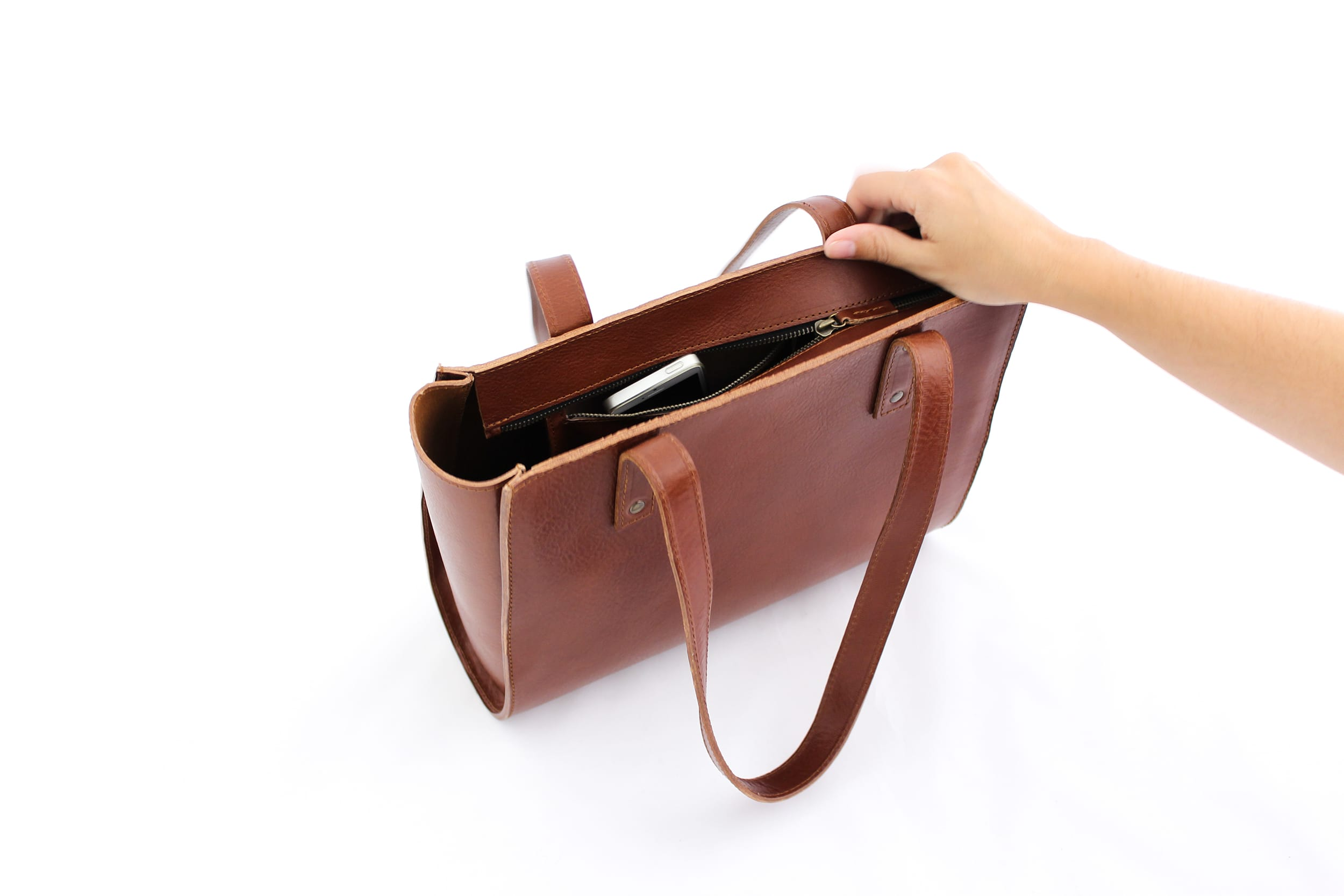 Irma tote brown zipper open