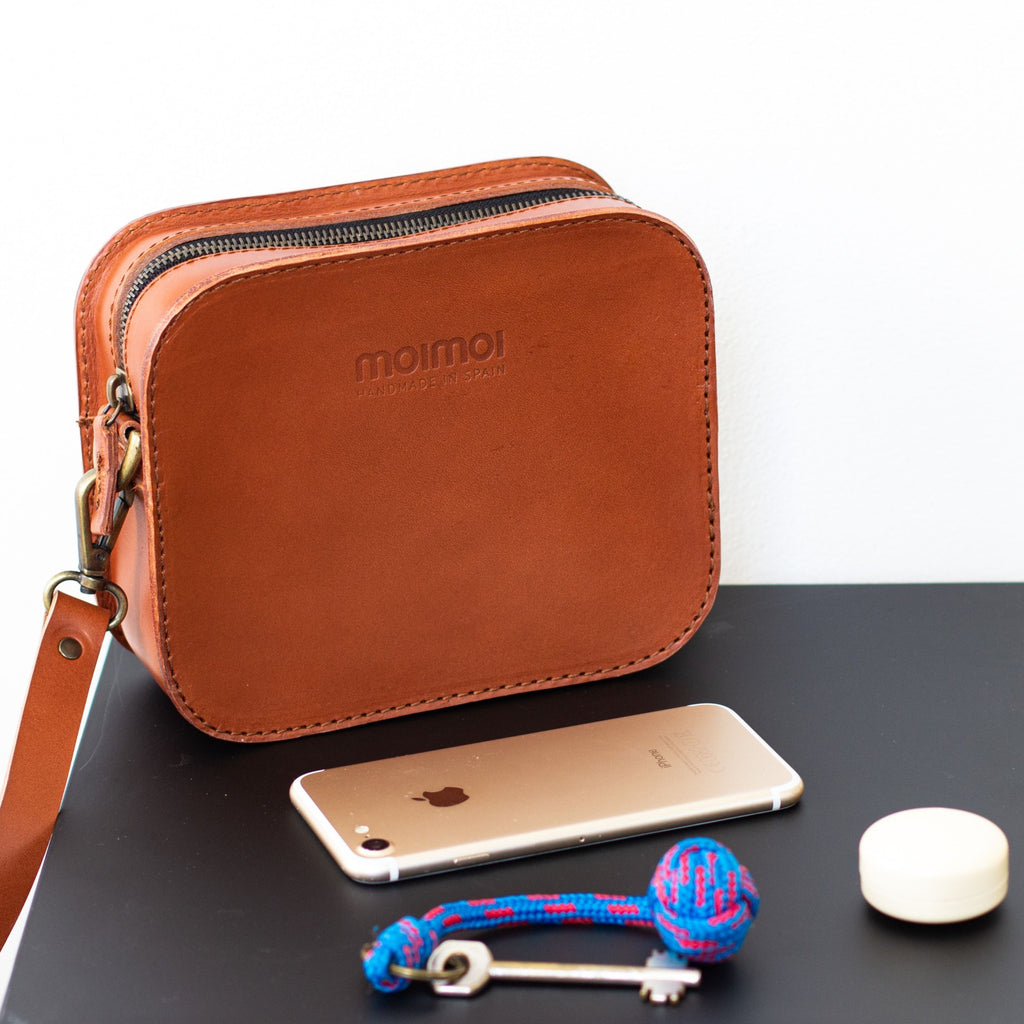 SOFIA crossbody bag in cognac - MOIMOI accessories