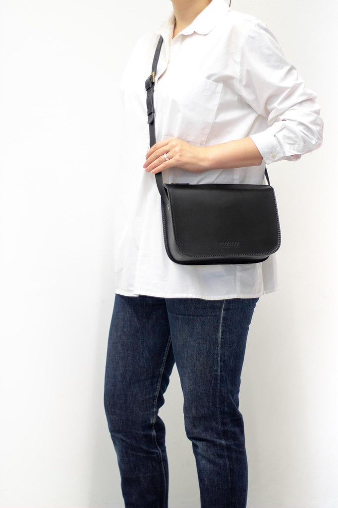 LAURA handbag in black - MOIMOI accessories