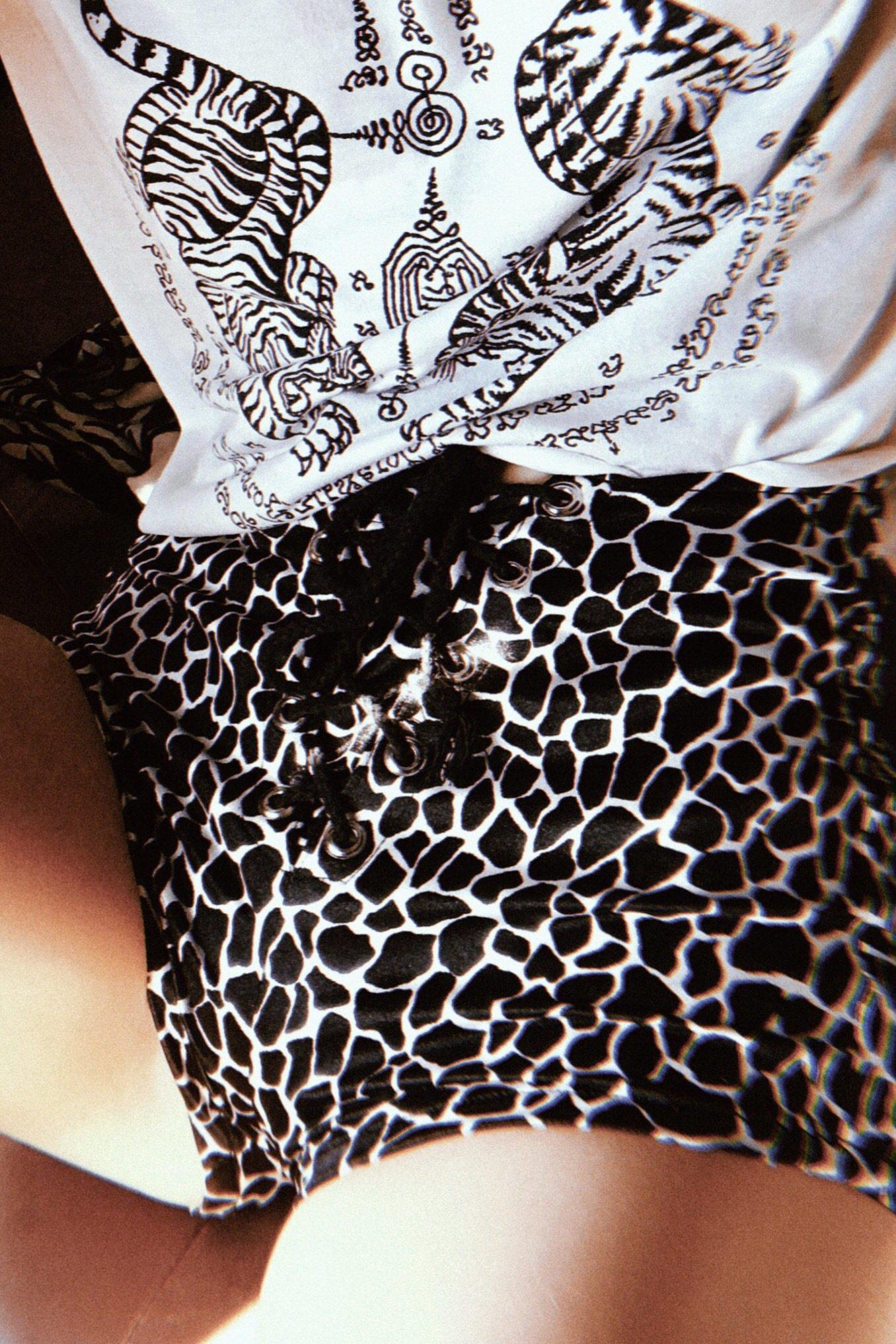Wild Animal Nylon Spandex Grommet Shorts Size XS・IN STOCK