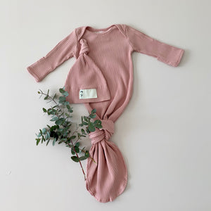DUSTY PINK NEWBORN SLEEP GOWN + BEANIE Fabric - 100% ribbed cotton. This is a more lightweight cotton than our other gowns making them a perfect sleep aid for the coming spring summer season when baby needs less layers.   Features - Fold over cuffs to use as mittens, and comes with a matching knotted beanie. Easy access for nappy changes.